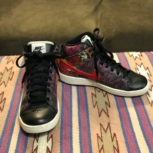 Women's Nike Santa Cruz Floral High Sneakers 2009